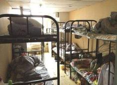 """員工曬出宿舍照片,網友:""""這是人住的地方嗎"""""""