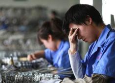 """打工者:""""一个月4000元的日子,太难熬了。"""""""