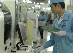 电子厂月薪高达6000,为啥农民工不愿意进...