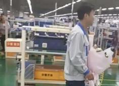 电子厂小伙表白美女同事,网友看到表示:养不起!