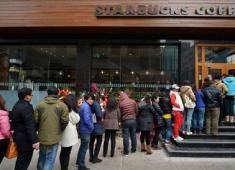 只卖白开水的咖啡店,为什么会排队3小时?